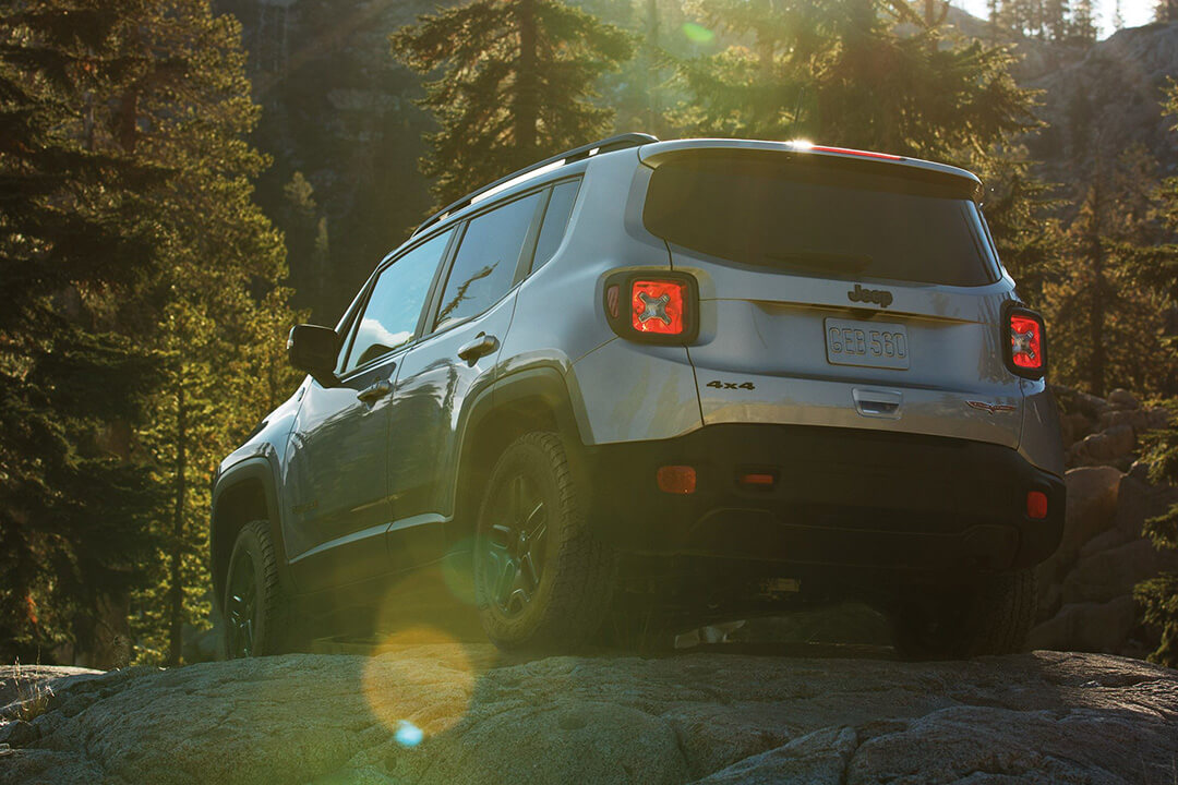 2018-jeep-renegade-trailhawk-silver-rear-forest