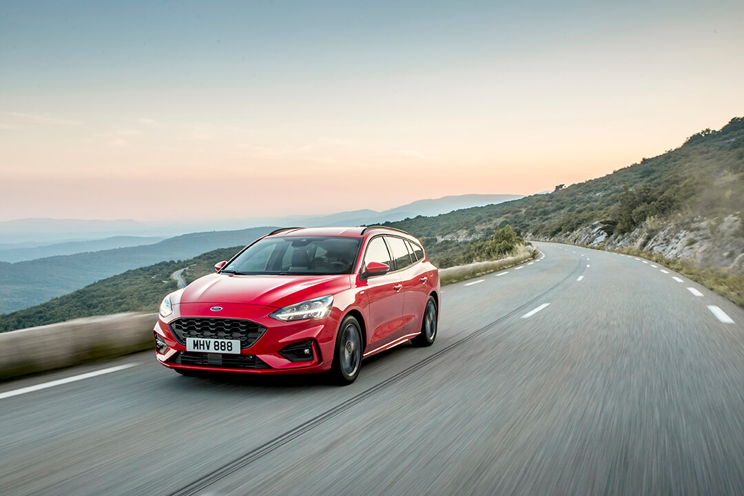 2018_ford_focus_st-line_in_action