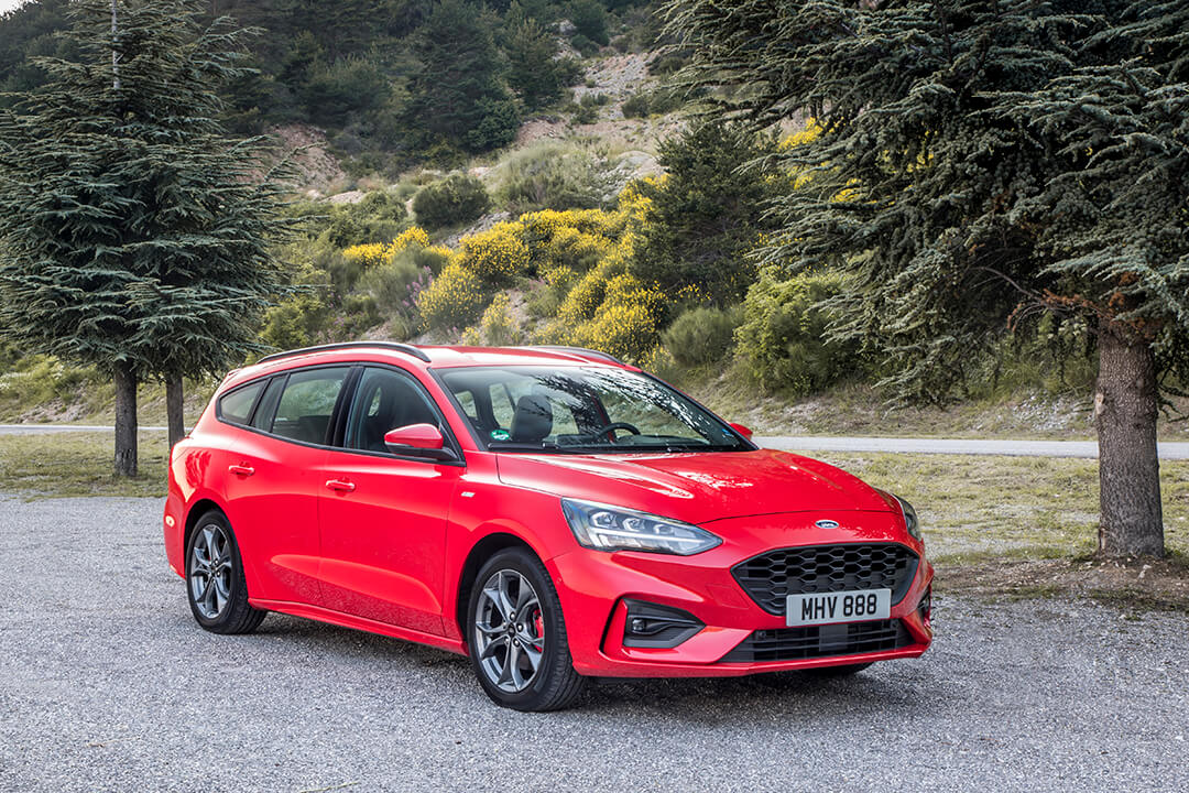 2018_ford_focus_st-line_red