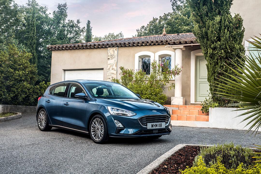 ford-focus-5d-sedd-pa-en-uppfart