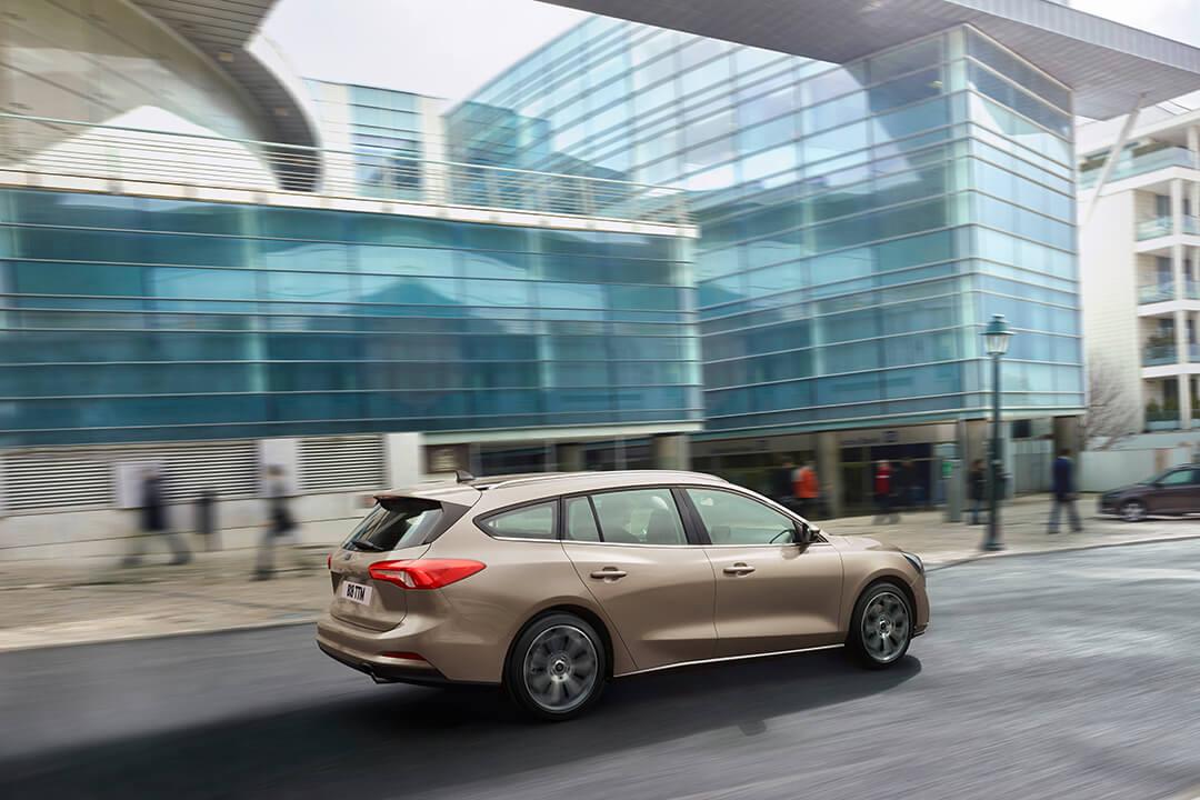 ford-focus-kombi-titanium-kor-i-staden